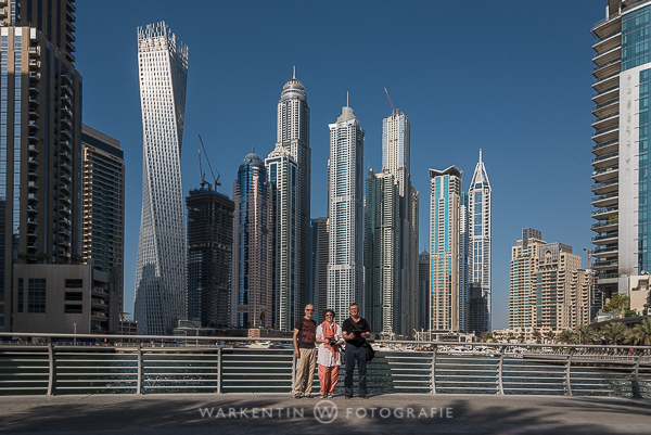 Unmöglich mit einem Selfie-Stick zu machen: Gruppenfoto mit der per iPad und eigenem W-LAN ferngesteuerter Nikon D750 in Dubai aufgenommen. (Foto: Karl H. Warkentin)